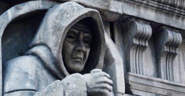 London Dungeon - Blick auf Statue am Eingang