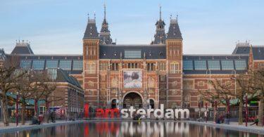 Blick auf den Stadtkern von Amsterdam mit dem Besuch im Wachsfigurenkabinett in Amsterdam