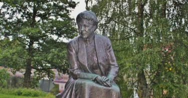 Statue von Selma Lagerlöf in Schweden