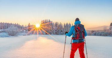 Schneeschuhwandern bei Sonnenaufgang