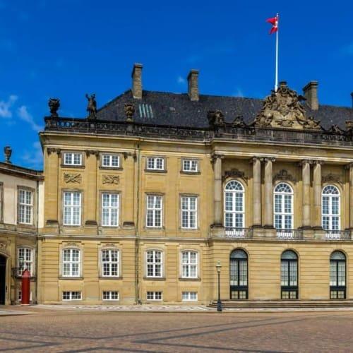 Geschichte königlich erleben: Das Sehenswürdigkeit Schloss Amalienborg in Kopenhagen