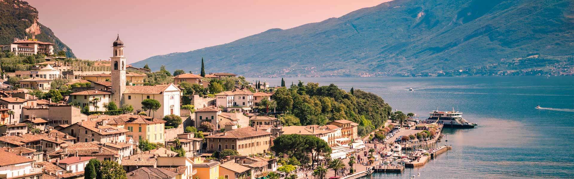 Traumhaft schön. Der Gardasee, der zu den oberitalienischen Seen gehört, ist der größte See Italiens.