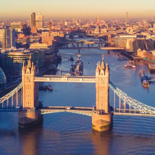 england sehenswürdigkeiten - Blick über London mit der Temse und Tower Bridge