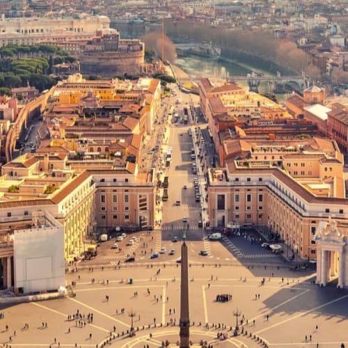 St. Peters Platz in Rom mit Blick auf das Areal in der Hauptstadt von Italien