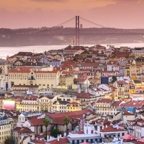Blick auf die Skyline von Lissabon in Portugal
