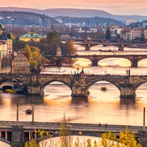 Charles Brücke und die Altstadt von Prag von oben