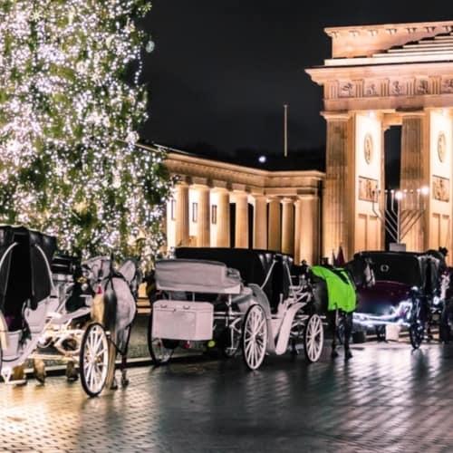 Adventszeit in Berlin - Blick auf das Brandenburger Tor zur Weihnachtszeit