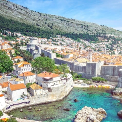 Blick auf die kroatische Küstenstadt Dubrovnik