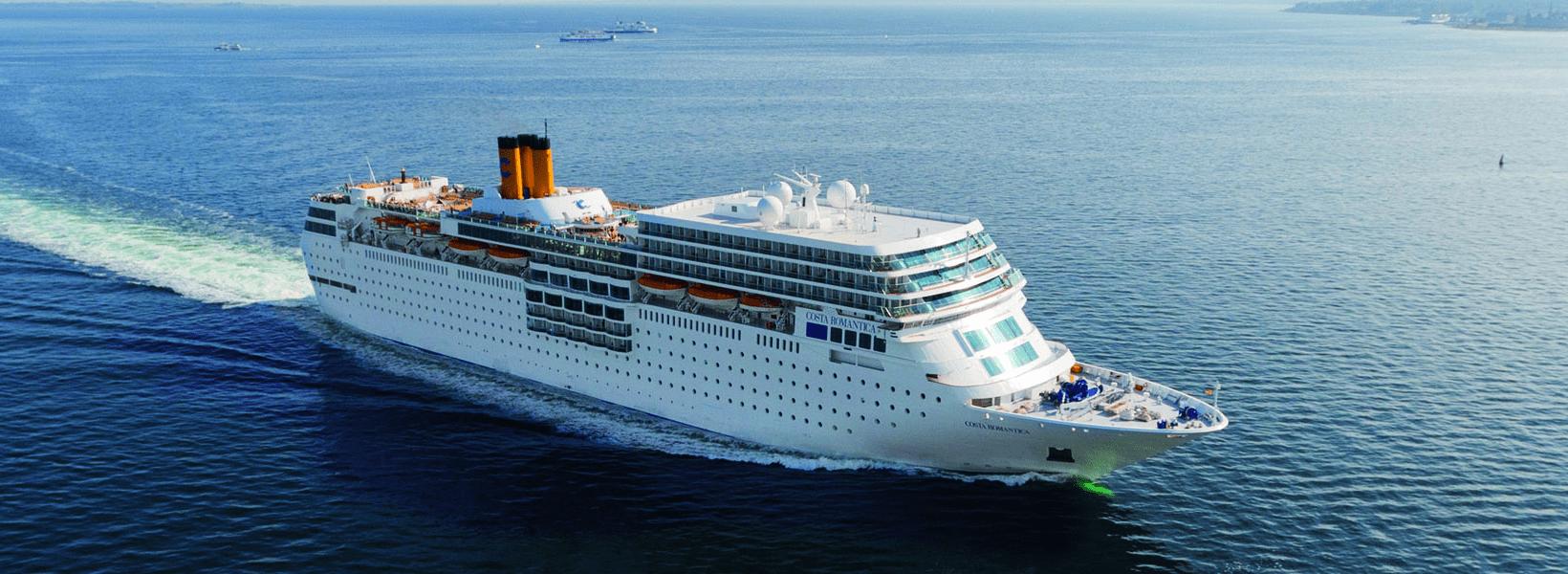 Blick auf das Costa Kreuzfahrtschiff neoRomantica