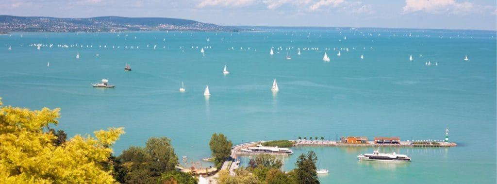 Blick auf den Balaton am Plattensee in Ungarn
