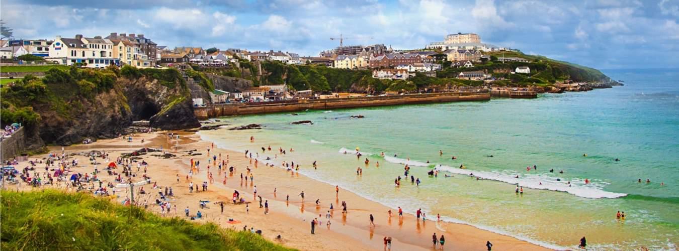 England Sehenswürdigkeiten - Blick auf die Küste in Cornwall in Südengland