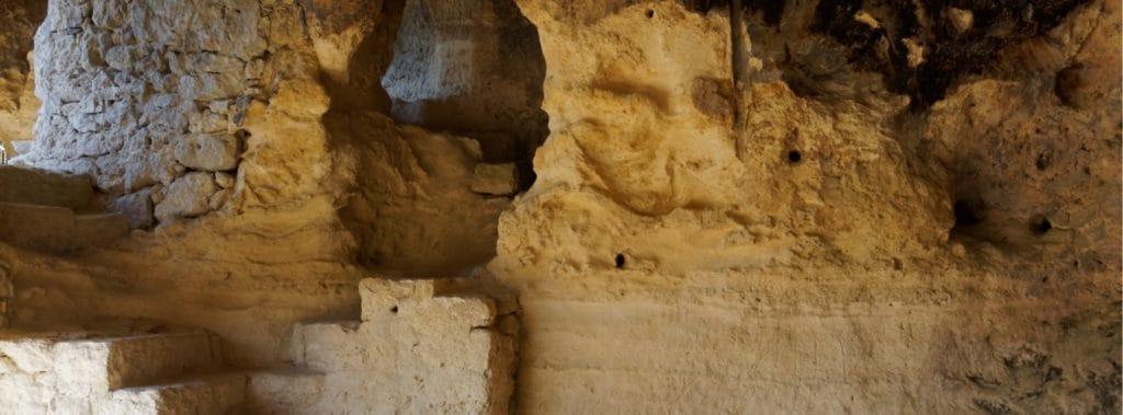 Blick in das Höhlenkloster Aladzha in der Nähe vom Bulgarien Goldstrand