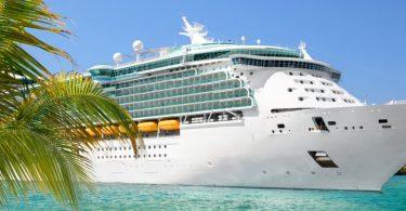 MSC KReuzfahrt - Blick auf das Kreuzfahrtschiff in der Karibik