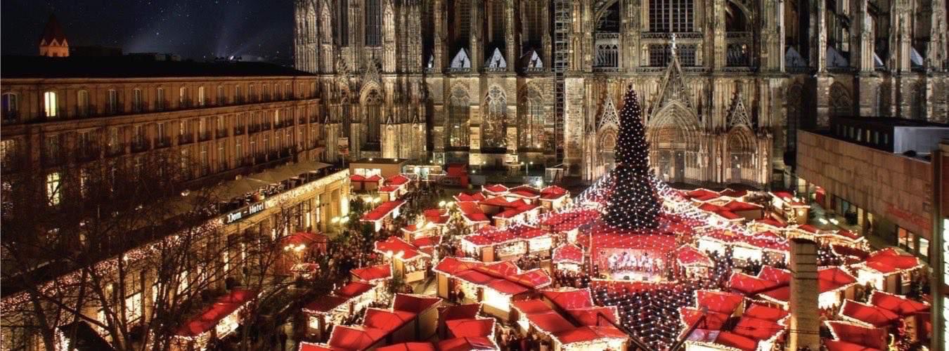 Weihnachtsmarkt in Köln - Weihnachtsstände vor dem Dom