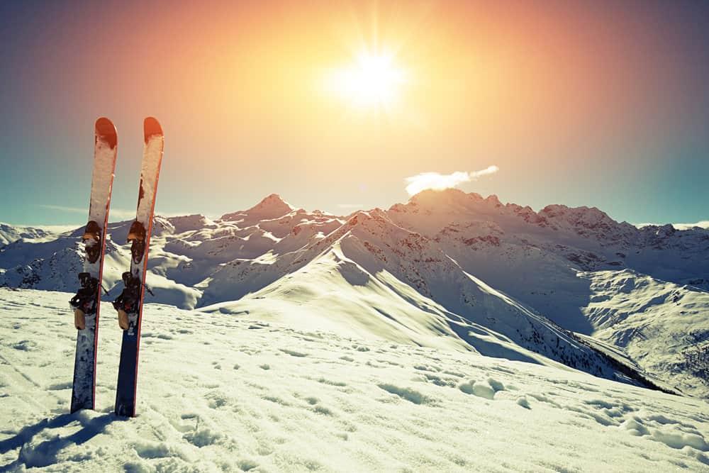 In Gletscherskigebiete kann man auch im Sommer Skifahren oder Snowboardfahren