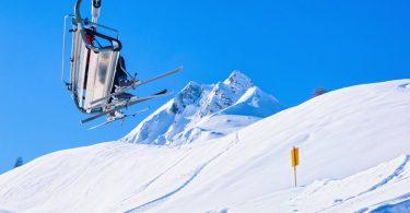Beim Skifahren auf dem Gletscher kann man das ganze Jahr die atemberaubende Landschaft genießen
