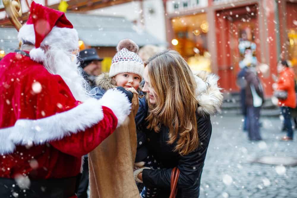 Im Osten Deutschlands gibt es viele romantische Weihnachtsmärkte auf Burgen und Schlössern